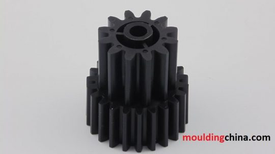 Plastic gear injection molding